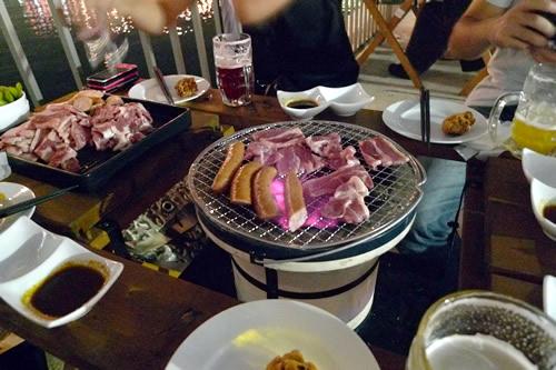 横浜みなとビアガーデン テーブル