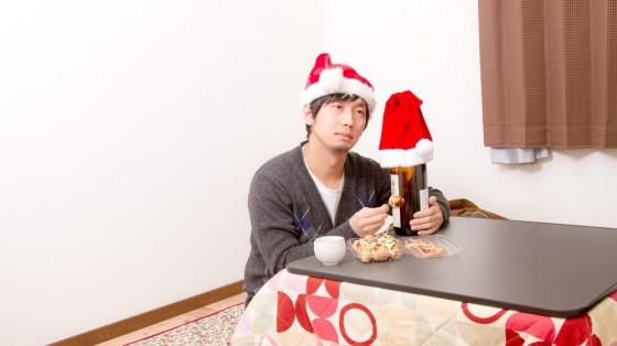 コタツで寂しくクリスマスを過ごす