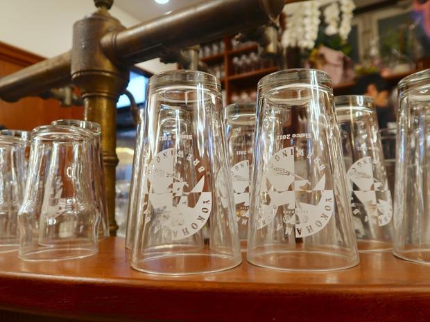 ベイブルーイングのグラス