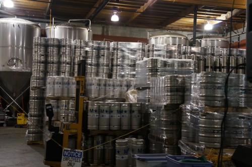 積みあがる樽