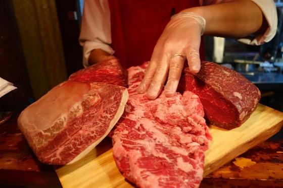 お肉を選びます。
