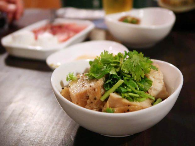 鶏のオリーブオイル蒸し(500円)