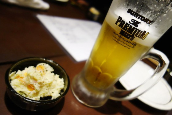 プレミアムモルツとお通しのポテトサラダ