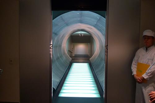 近未来的なイメージのトンネル