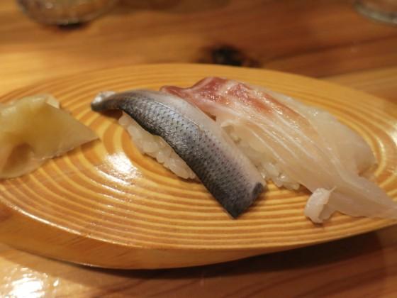 〆コハダ(50円)、天然真鯛(150円)