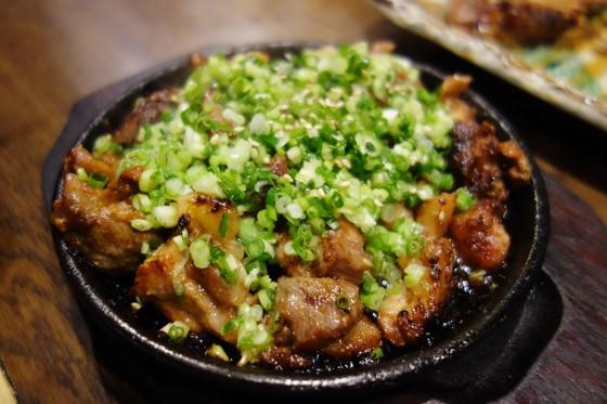 地鶏のもも焼き(小950円)
