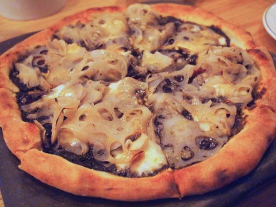 黒いレンコンのピザ