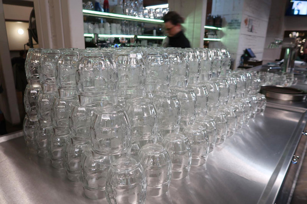Lokál U Caipla たくさんのグラス
