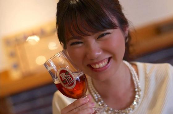 赤いビールを…