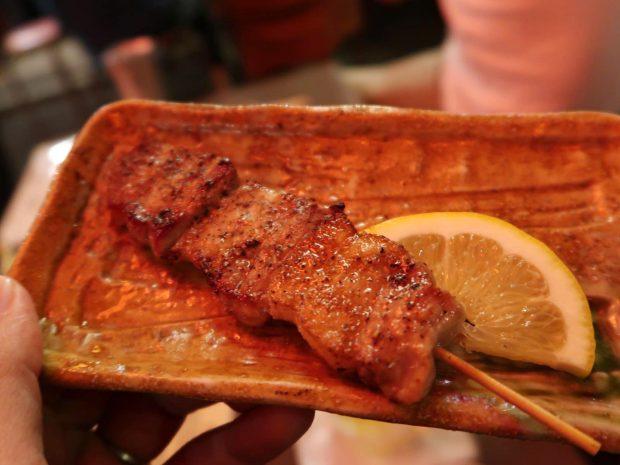 アグー豚バラ串焼き(380円)