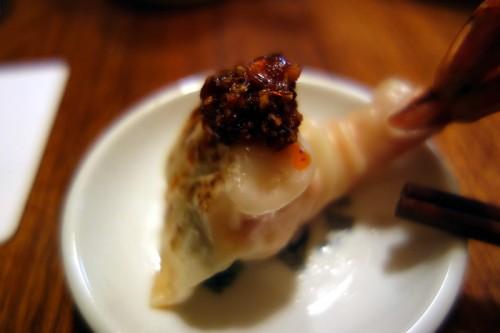 海鮮ゼナキング焼餃子に海老ラーをのせて