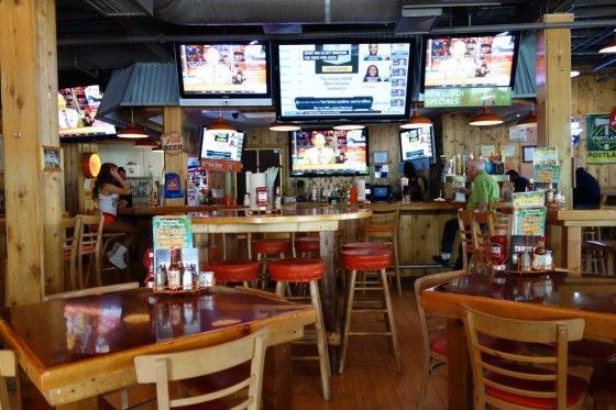 HOOTERS NORTH PORTLAND 店内