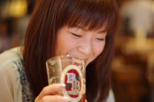 美人×麦酒 綾子さん