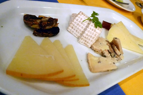 Puerto de palos チーズ盛り合わせ