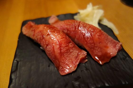 石垣牛炙り握り(一貫200円)