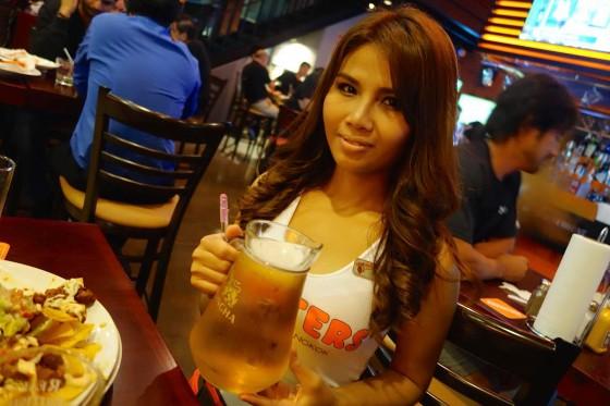 タイのフーターズガール