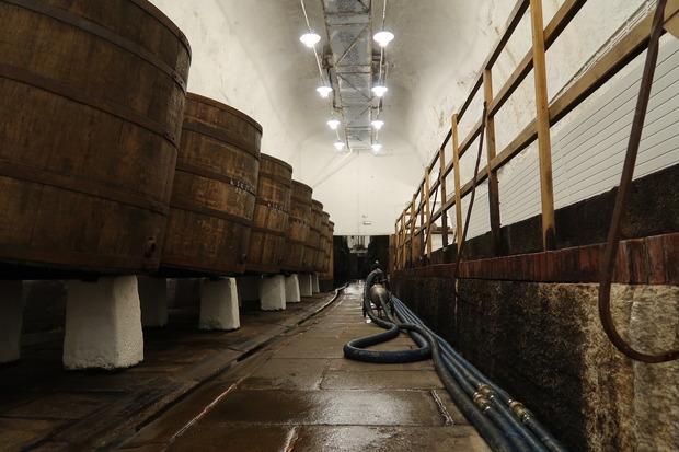 樽が並びます。