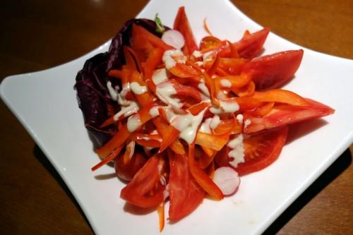 赤い野菜のサラダ