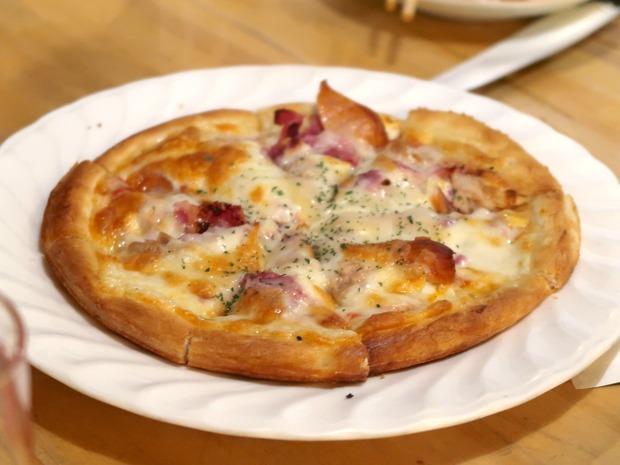 サラミピザ(580円)