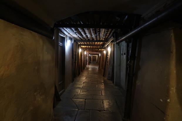 広大な地下室