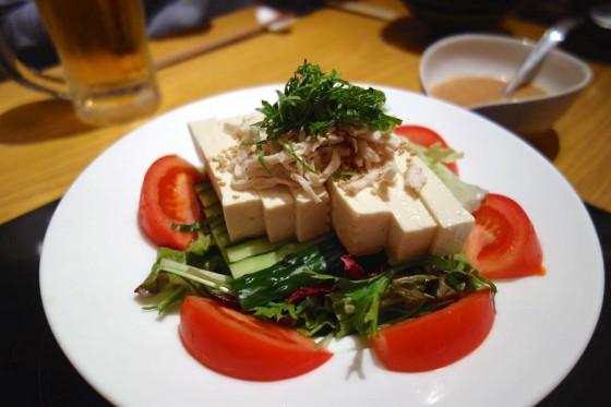 島豆腐のサラダ