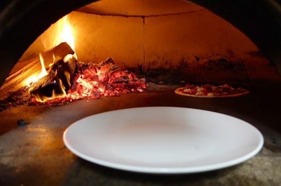 薪で焼くピザ