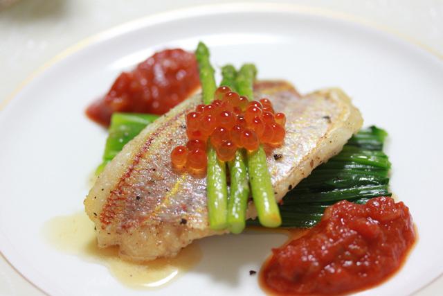 ■イトヨリのポアレ トマトソース