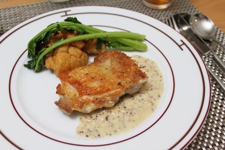 ■鶏肉のマスタードクリームソース と カリフラワーのフリット