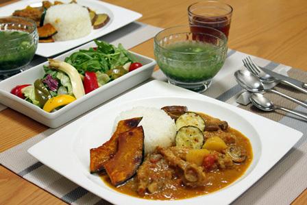 ■モロヘイヤの冷製スープ とココナツカレー