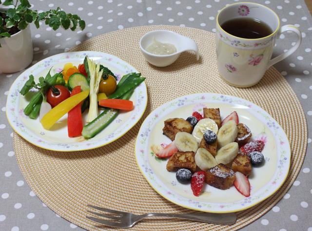 ■ティータイム  キューブフレンチトースト とバーニャカウダ