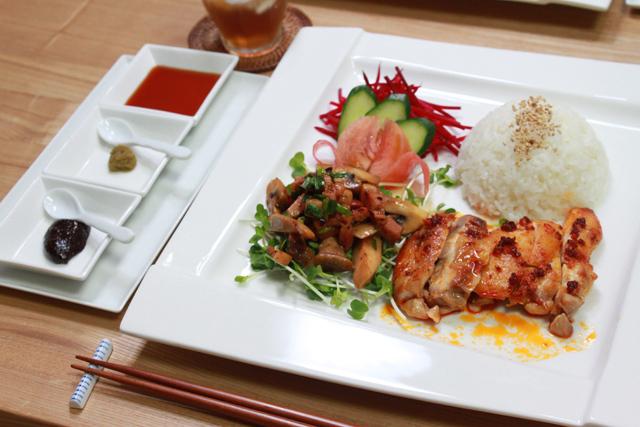 ■アジアンプレートな晩ごはん。  ~またまた皮をはいだ鶏肉を使って・・・~