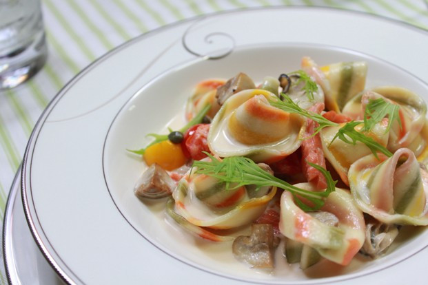 えらく可愛い帽子型パスタの牡蠣サーモンソース