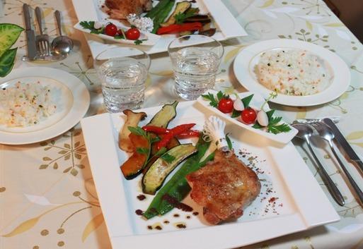 【クリスマス料理】鶏モモ肉のロースト 黒オリーブソース(タップナード)