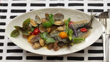 ■新秋刀魚のポワレ、あさりソース