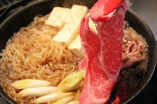 【犬】神戸牛を食らうワンコ