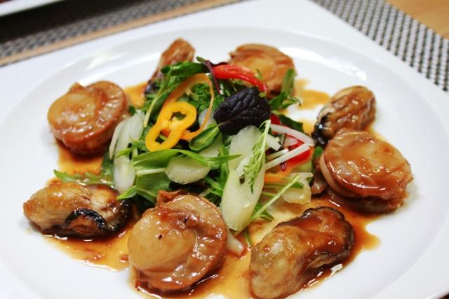 牡蠣と帆立のポアレ   パプリカとセロリのサラダ添え