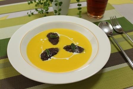 【ドラマ料理】レバー団子とサルビア風にんじんとオレンジのスープ