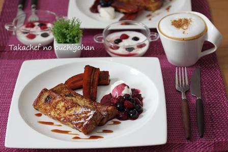 ■フレンチトーストで朝ごはん。ベリーソースでね。