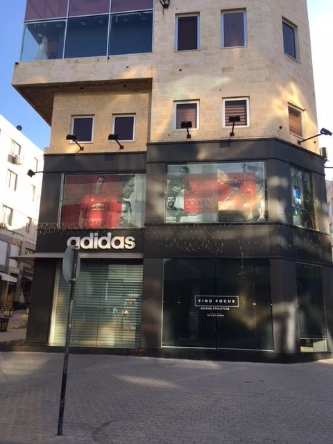 Adidasもある