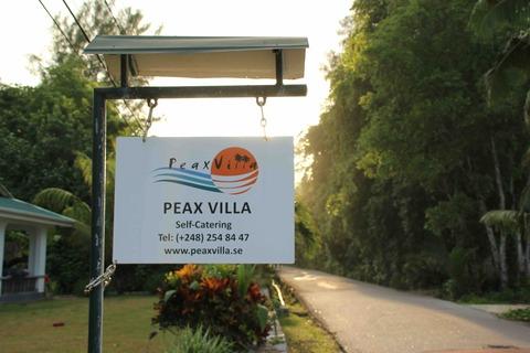 Peax Villa看板