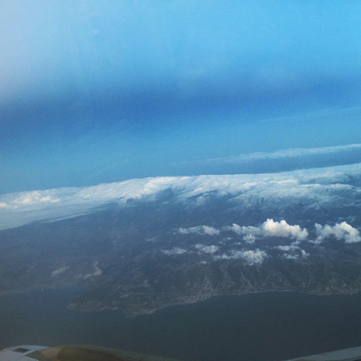 地中海と雪山