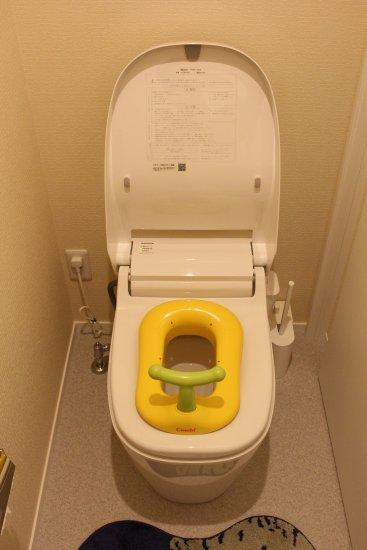 1階トイレアラウーノとコンビ子ども用便座