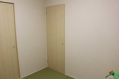 和室_階段下収納の扉