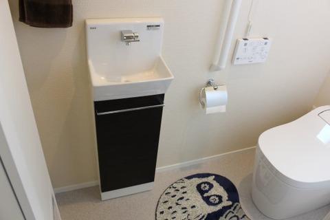 壁付手洗器コフレルの収納_閉める