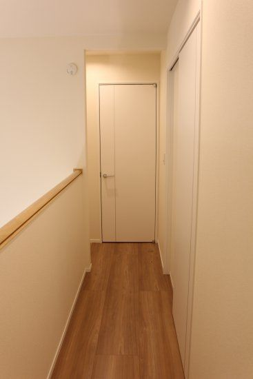 2階廊下_階段側から