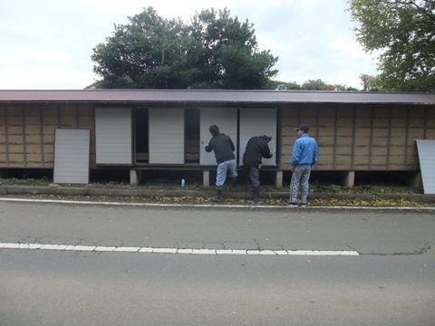 幟小屋のペンキ塗り