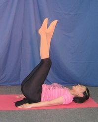 腰を浮かして腹筋2