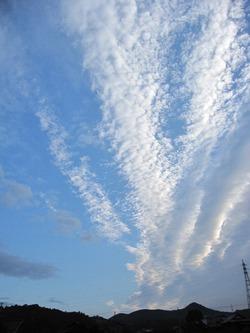 雲は西から東へ
