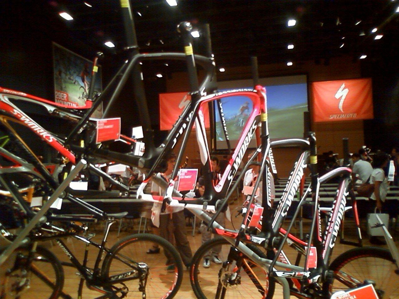 自転車の 自転車 tt トレーニング : SPECIALIZED 新作展示会 ...