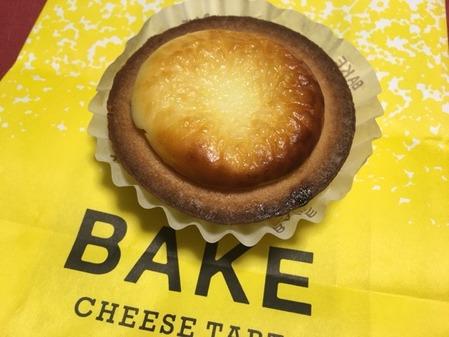 あったかい時のとろとろもいいし、冷めてからの濃厚キュッとしたチーズの味わいも絶品です(ベイク チーズ タルト 新宿ルミネエスト店 (BAKE CHEESE TART)@新宿)